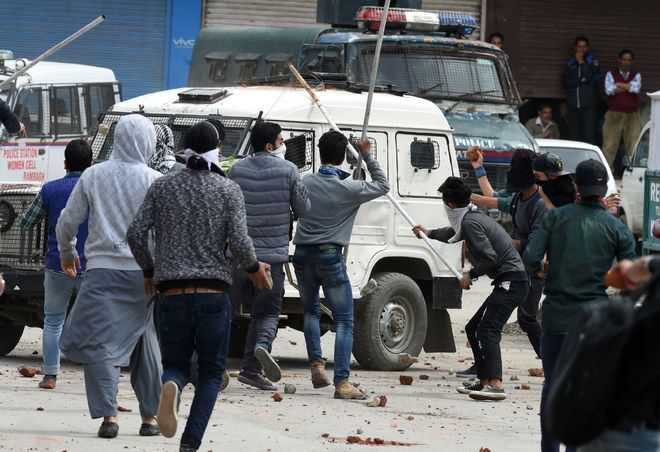 Govt to raise women police battalion to tackle stone pelters in Kashmir